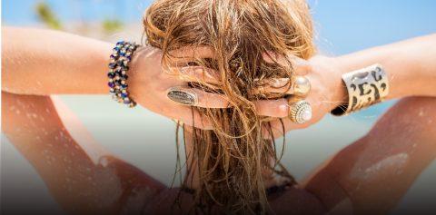 4 dicas de cabelo para proteger os fios dos raios solares